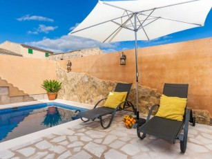 Can de Maria - Village house for 2 people with private pool and patio