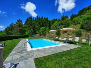 Air-conditioned villa with private pool and unbeatable lake and hill views