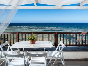 Seafront apartment in Marzamemi, panoramic terrace, Internet,close to beach & bars