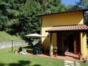 NEW!! Romantic Riverside Property, small private pool. WIFI . Walk to facilities