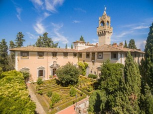 Castle in Montegufoni with 2 bedrooms sleeps 4