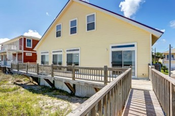 Oceanfront 3 bed / 2 bath stilted, Oceanfront home sleeps 8. Deck with ocean views. Sheets provided.