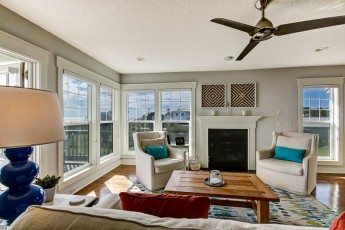 Beautiful oceanfront home with 3 bedrooms and 2 full baths with large deck Sleeps up to 8 people. Sheets provided.