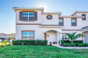 Amazing 5 Bedroom 4 Bathroom Storey Lake Townhome Only 8 Minutes To Disney