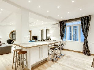 Historic Center, 140 m², sleeps 8, just renovated, walk to eveything, a/c