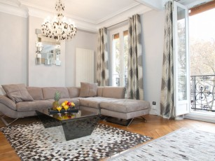 LATIN QUARTER FLAT WITH BALCONY ON PLACE MONGE - SPACIOUS 2BR WITH BALCONY