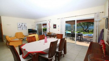 6pers Vila. with private pool, air conditioning, wi-fi, 800 meters from the beach, close to Ajaccio