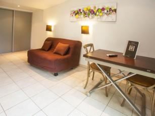 """Minivilla """"lilac"""" for 2 people with private garden and swimming pool 2km from the beach"""