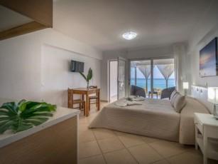 Playa Del Zante - Sea View Studio for 2 adults + 2 children, on the Beach