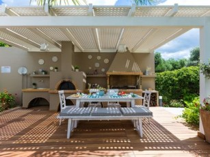 Modern design, 30 m2 private pool, kids' playground, close to the beach & shops!