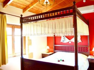 Sweet, romantic villa with 1 bedroom and private swimming pool in pretty village