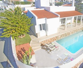 OUTSTANDING TRADITIONAL VILLA WITH LARGE HEATABLE POOL, AC, FREE WIFI