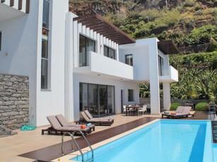 Contemporary villa, heated infinity pool, sea-views | The Designhouse