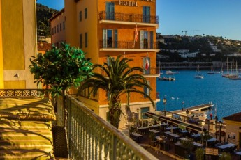 Stunning Two Bed Apartment With Sunny Balcony Overlooking Villefranche Bay