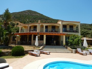 400 m² for 14 people, with pool