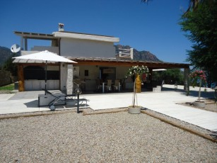 240-m² villa for 9 people with direct access to the beach