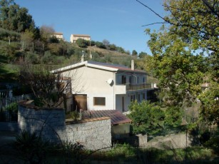 Lanusei, a cozy vacation home for six persons, with garden, porch and terraces
